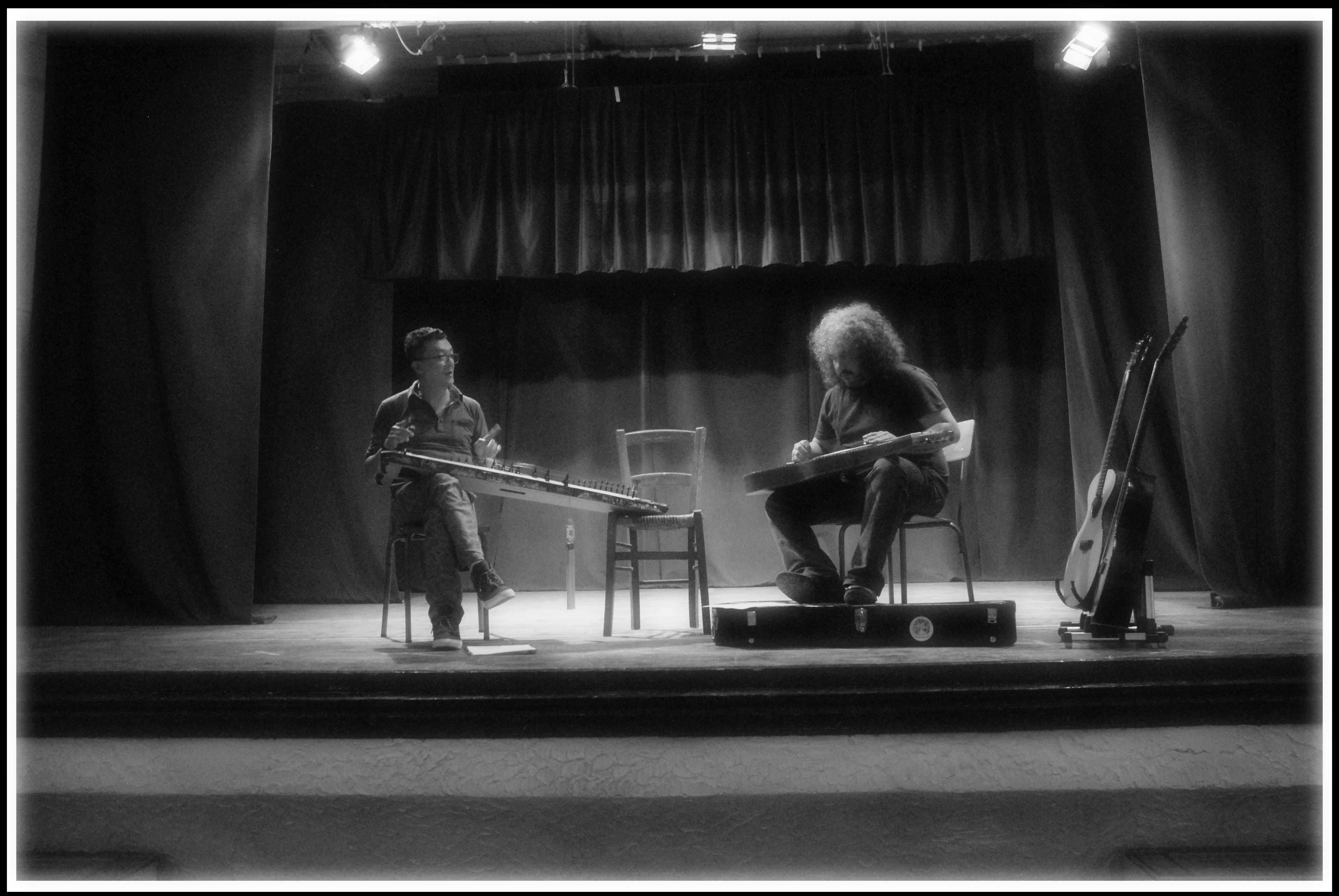 Tri Nguyen (Dan Tranh Zither) Roberto Diana (Weissenborn) Live video